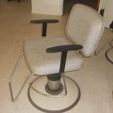 Hydraulic Beauty Salon Chairs in Baytown, Texas