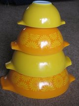 Pyrex Mixing Bowls - Nesting set of 4 in Naperville, Illinois
