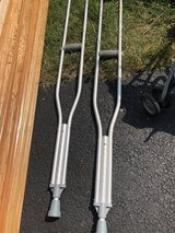 Crutches (adult) in Chicago, Illinois