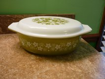 Vintage Pyrex Spring Blossom Green Daisy 2.5 Qt Oval Casserole Dish in Bartlett, Illinois