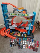 Hot wheels Ultimate Garage w/ cars!!! in Camp Pendleton, California