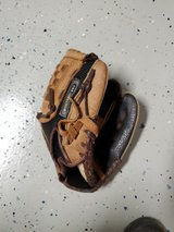 Kids baseball mit, leather, excellent condition in Alamogordo, New Mexico