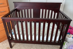 Graco baby crib / converts to full size bed in Clarksville, Tennessee
