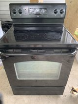 GE Smoothtop stove in Fort Campbell, Kentucky