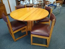 Round Oak Table and 4 Chairs in Bartlett, Illinois