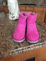 UGGS CLASIC BOOTS in Naperville, Illinois