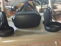 Oculus quest 64gigs w/controllers and carger in Fort Polk, Louisiana