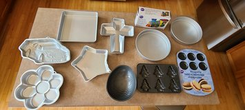 11 Wilton bake baking pans in Yorkville, Illinois