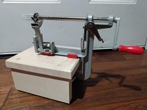 Pampered Chef Apple Peeler, Corer, Slicer, with Stand in Bartlett, Illinois