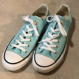 Like New Converse Turquoise Women Size 8 in Travis AFB, California