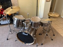 5piece pearl forum drum set(used) in 29 Palms, California