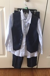 Size 6 Pants/Shirt/Vest in Bolingbrook, Illinois