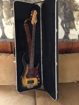 Peavey Electric 4-string Bass & Amp in Fort Leonard Wood, Missouri