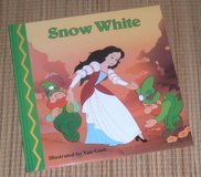 Snow White Magical World of Fairy Tales Small Hard Cover Book in Chicago, Illinois