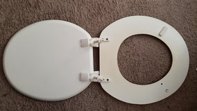 ROUND toilet seat in Beaufort, South Carolina