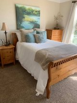Pine Bedroom Set - 4 Pieces in Camp Pendleton, California