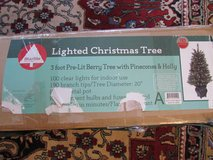 Christmas Tree 110 V 3 ft Pre Lit Berry Tree in Ramstein, Germany