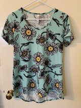 LulaRoe sunflower top XS in Okinawa, Japan