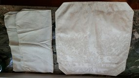 4 Cream Placemats and 2 Napkins in Naperville, Illinois