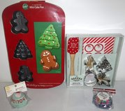 New! Wilton Mini Cake Pan Holiday Cookie Making Set + Baking Cups in Orland Park, Illinois