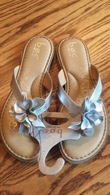 NEW b.o.c. Girls hibiscus Sandals Youth size 5 in St. Charles, Illinois