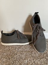 Men's Gray Casual Sneaker - Size 8 in St. Charles, Illinois
