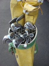 GOLF BAG AND 14 CLUBS in Yorkville, Illinois