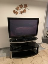 40 in Samsung TV with TV stand in Wiesbaden, GE