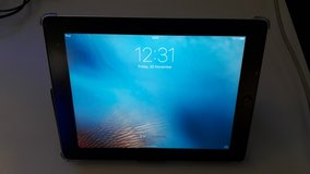 iPad 2 with Case * Cleaning out sale. Lots must go * in Wiesbaden, GE