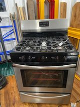 Gas Oven - Like New in Bolingbrook, Illinois