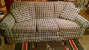 Country-style Couch in St. Charles, Illinois