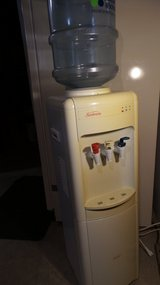 FREESTANDING COMPACT ELECTRIC SUNBEAM WATER COOLER/HEATER in Yorkville, Illinois