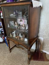 ANTIQUE MAHOGANY CURIO STYLE CHINA CABINET. GLASS FRONT, 3 ADJUSTABLE SHELVES, OPENING IN BACK. ... in Joliet, Illinois