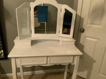 Vanity Make up Table in Yorkville, Illinois