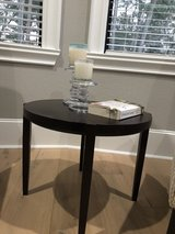 Round end table in Conroe, Texas