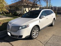 2010 Lincoln MKT in Chicago, Illinois