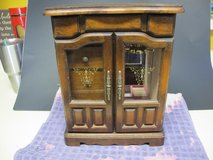 VINTAGE WOODED MUSICAL JEWELRY BOX in Cherry Point, North Carolina