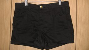 H&M Divided Black Shorts (T=43) in Clarksville, Tennessee