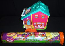 Vintage Polly Pocket Doll -Magnetic Hangin' Out House Playset w/furn, access + Play Mat in Westmont, Illinois