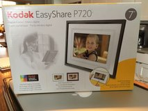"""Kodak Easyshare P720 Digital Picture Frame with Home Decor Kit 7"""" in Plainfield, Illinois"""