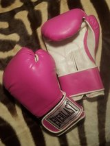 Everlast Boxing Gloves in Travis AFB, California