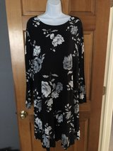 New Old Navy Gray/Black Floral Dress - 2X in Plainfield, Illinois