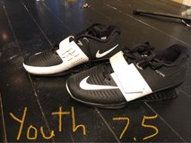 Nike flywire romeleos 3 training shoe (youth 7.5) in Naperville, Illinois