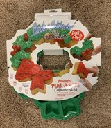 Holiday Wreath Pull-Apart Cupcake Mold in Naperville, Illinois