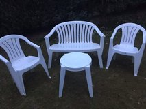 Plastic patio set 4 pc/cushions in Ramstein, Germany