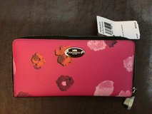 Coach pink zip around wallet, NWt in Fort Campbell, Kentucky