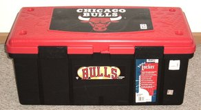 Vintage 1990's Chicago Bulls 18 Galloon Foot Locker Storage in Morris, Illinois