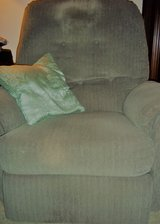 Recliner *EXCELLENT* Beautiful, Comfortable & Sturdy Classic Chair in Philadelphia, Pennsylvania
