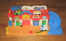 FISHER PRICE LITTLE PEOPLE - MAIN STREET SET - OVER 50 ACCESSORIES - #2500 - 1986 in Naperville, Illinois