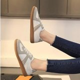 BRAND NEW Womens Sneakers Size 5 in Okinawa, Japan